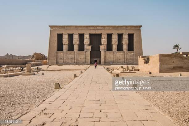 dendera temple – qena, egypt - tempelcomplex van dendera stockfoto's en -beelden