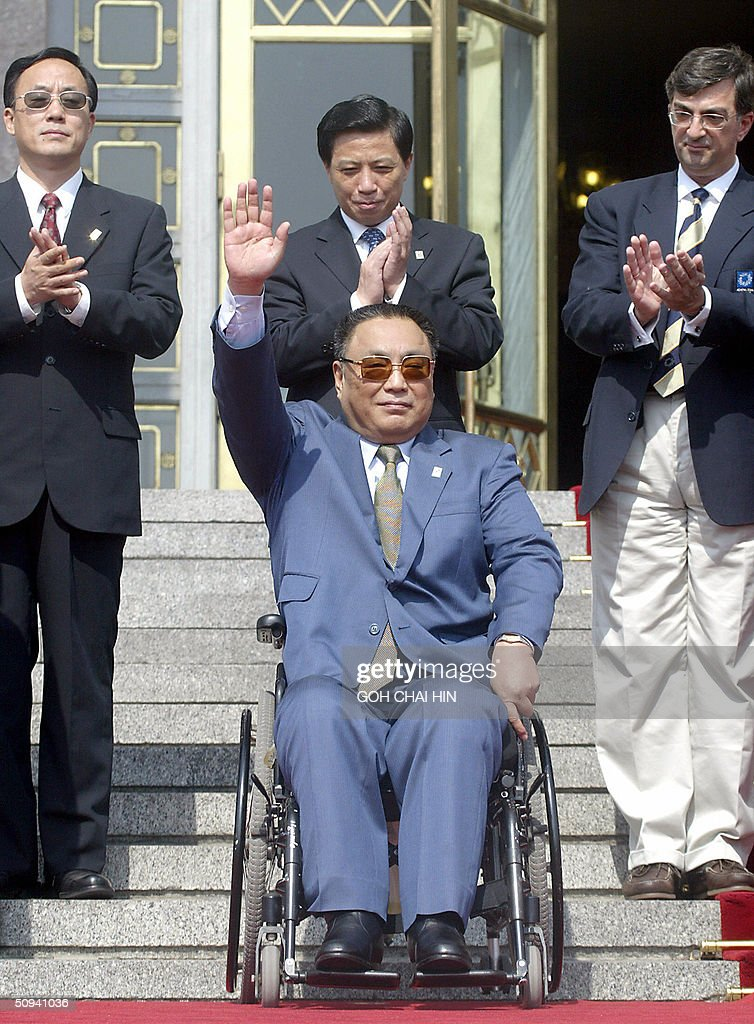 Deng Pufang (C), the wheelchair-bound so : News Photo