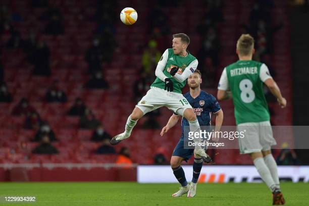 Deni Alar of Rapid Vienna and Shkodran Mustafi of Arsenal battle for the ball during the UEFA Europa League Group B stage match between Arsenal FC...
