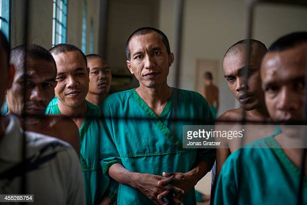 Deni Rais has been diagnosed with schizophrenia right before the 2004 tsunami but as the tsunami killed his entire family he has to permanently live...