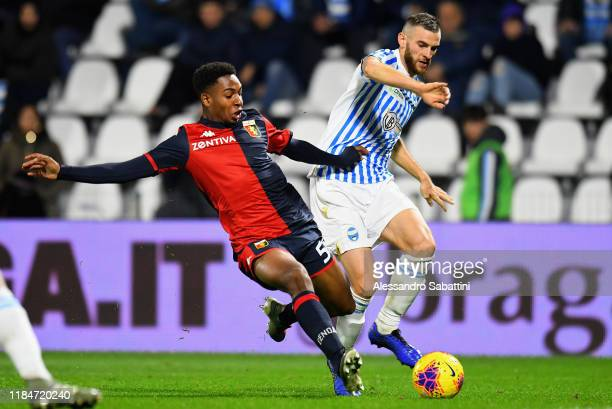 Denilho Cleonise of Genoa CFC competes for the ball with Francesco Vicari of SPAL during the Serie A match between SPAL and Genoa CFC at Stadio Paolo...