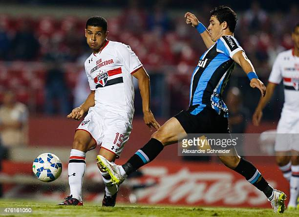 Denilson of Sao Paulo in action during the match between Sao Paulo and Gremio for the Brazilian Series A 2015 at Morumbi stadium on June 06 2015 in...