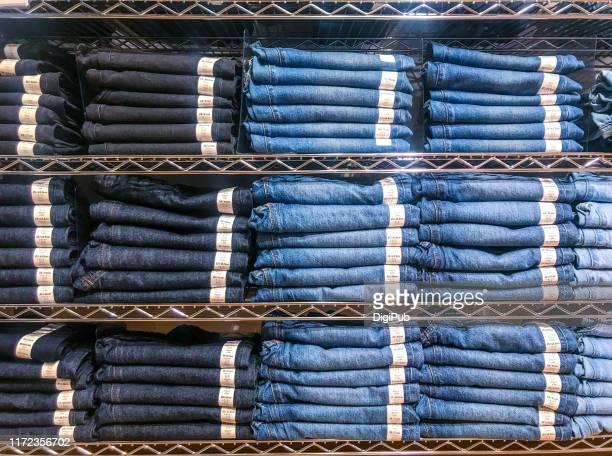 denim jeans rack - jeans foto e immagini stock