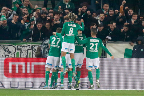 Championnat de France de football LIGUE 1 2018-2019-2020 - Page 33 Denis-bouanga-of-saint-etienne-celebrates-his-goal-with-teammates-picture-id1186494512?k=6&m=1186494512&s=612x612&w=0&h=K6nPTfqwqz5cTndQ8jS14r_IFAMb-8FX-JYxIArGoZA=