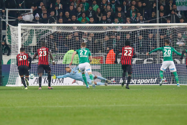 Championnat de France de football LIGUE 1 2018-2019-2020 - Page 33 Denis-bouanga-of-saint-etienne-scores-a-goal-during-the-ligue-1-match-picture-id1186494518?k=6&m=1186494518&s=612x612&w=0&h=i3gCqt-EUDfg5HgVv8uw1DxBSK7sykGNT2Def9HUlHU=