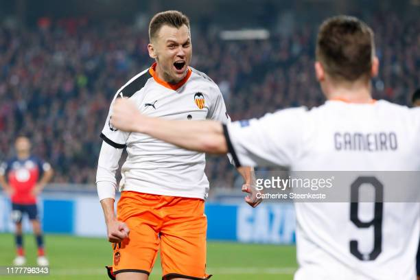 Denis Cheryshev of Valencia CF celebrates his goal with Kevin Gameiro of Valencia CF during the UEFA Champions League group H match between Lille OSC...