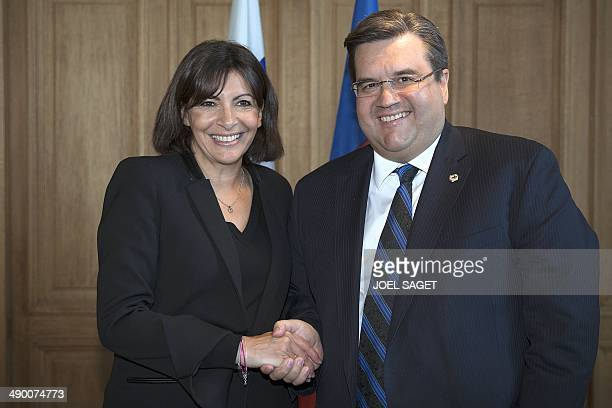Denis Coderre Mayor of Montreal shakes hand with Mayor of Paris Anne Hidalgo during the signature of a cooperation agreement on digital on May 13...