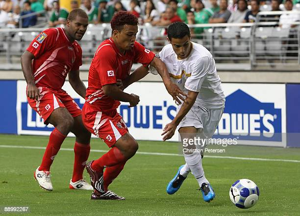 Denis Espinoza of Nicaragua controls the ball under pressure from Amilcar Henriquez of Panama during the 2009 CONCACAF Gold Cup competition at...