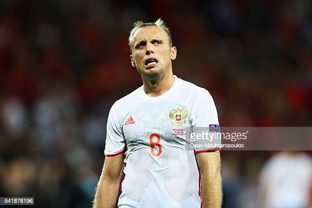 Denis Glushakov of Russia applauds the supportes after his team's 0-3 defeat in the UEFA EURO 2016 Group B match between Russia and Wales at Stadium...