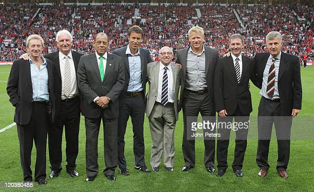 Denis Law Alex Stepney Carlos Alberto Ronny Johnsen Nobby Stiles Peter Schmeichel Bryan Robson and Brian Kidd pose at halftime during Paul Scholes'...