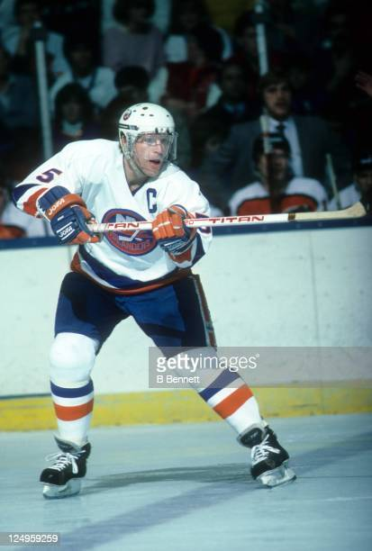 Denis Potvin of the New York Islaners passes the puck during an NHL game against the Philadelphia Flyers circa 1985 at the Nassau Coliseum in...