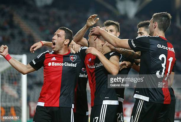 Denis Rodri'guez of Newell's Old Boys celebrates with his teammates after scoring the second goal of his team during a match between Estudiantes and...