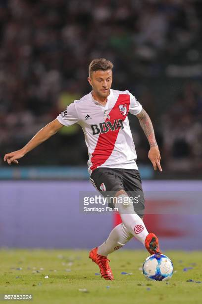 Denis Rodriguez of River Plate drives the ball during a match between Talleres and River Plate as part of Superliga 2017/18 at Mario Alberto Kempes...