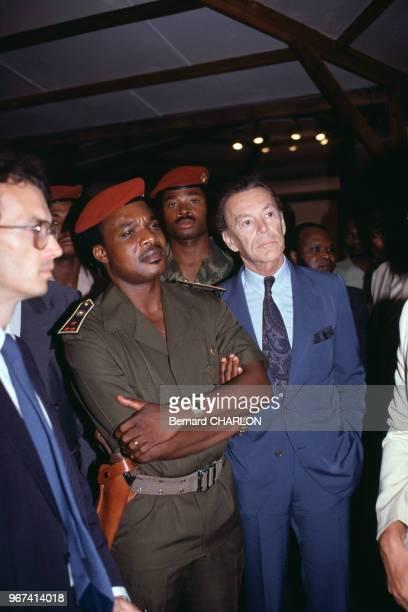 Denis Sassou N'Guesso et Albin Chalandon PDG d'Elf Aquitaine lors de sa visite pour l'inauguration du champ de pétrole Yanga Marine en mars 1983 au...