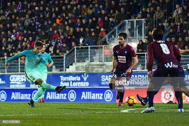 Denis Suarez of FC Barcelona scores the opening goal during the La Liga match between SD Eibar and FC Barcelona at Ipurua stadium on January 22 2017...