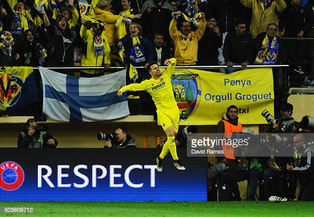Denis Suarez of Villarreal celebrates as Adrian Lopez of Villarreal scores thie first goal during the UEFA Europa League semi final first leg match...