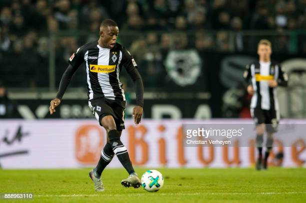 Denis Zakaria controls the ball during the Bundesliga match between Borussia Moenchengladbach and FC Schalke 04 at BorussiaPark on December 09 2017...