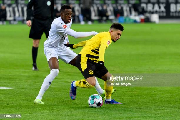 Denis Zakaria of Borussia Moenchengladbach and Jadon Sancho of Borussia Dortmund battle for the ball during the Bundesliga match between Borussia...