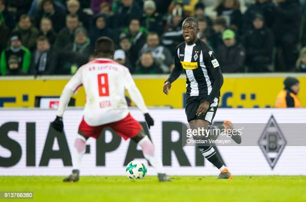 Denis Zakaria of Borussia Moenchengladbach and Naby Keita of RB Leipzig battle for the ball during the Bundesliga match between Borussia...