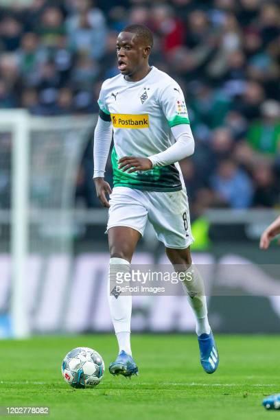 Denis Zakaria of Borussia Moenchengladbach controls the ball during the Bundesliga match between Borussia Moenchengladbach and TSG 1899 Hoffenheim at...
