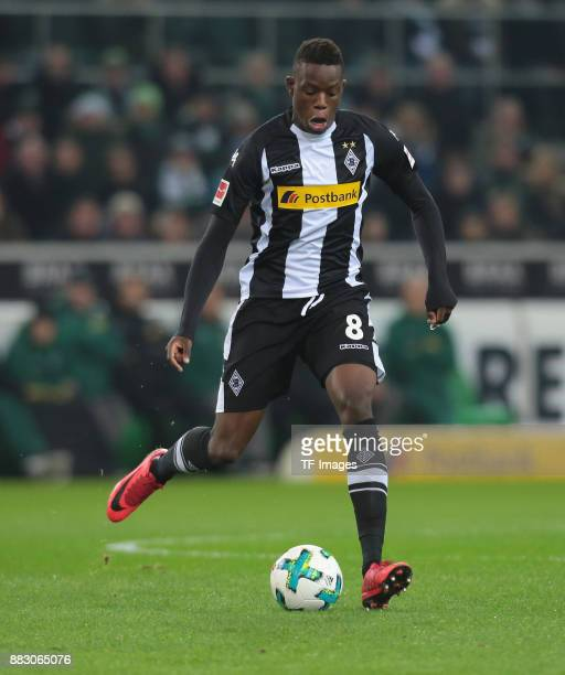Denis Zakaria of Borussia Moenchengladbach controls the ball during the Bundesliga match between Borussia Moenchengladbach and FC Bayern Muenchen at...