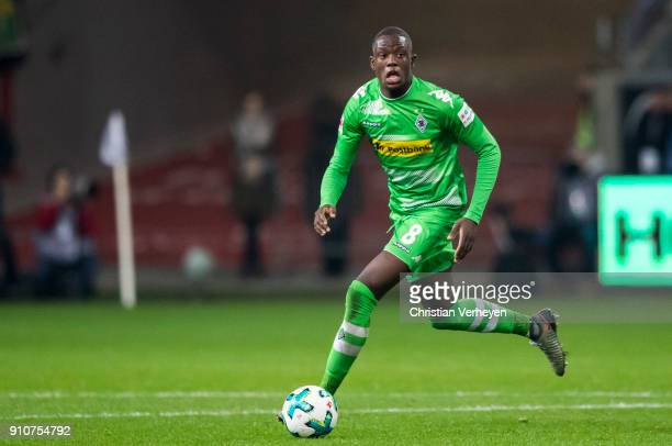 Denis Zakaria of Borussia Moenchengladbach controls the ball during the Bundesliga match between Eintracht Frankfurt and Borussia Moenchengladbach at...