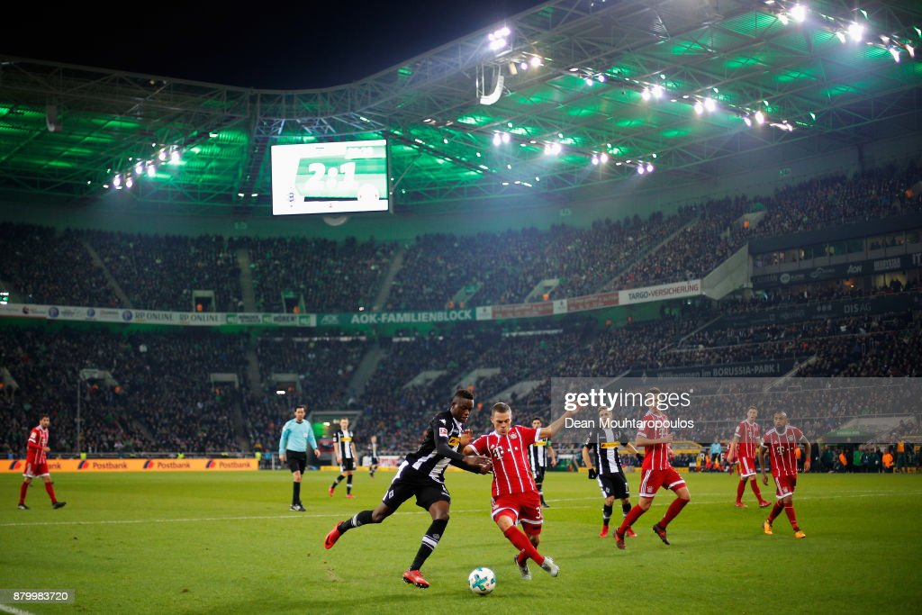 Denis Zakaria of Borussia Monchengladbach battles for the ball with Joshua Kimmich of Bayern Munich during the Bundesliga match between Borussia Moenchengladbach and FC Bayern Muenchen at Borussia-Park on November 25, 2017 in Moenchengladbach, Germany.