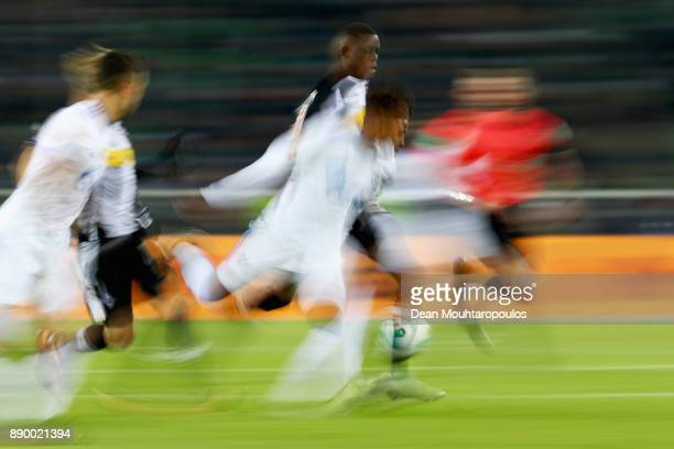 Denis Zakaria of Borussia Monchengladbach battles for the ball with Weston McKennie of Schalke 04 during the Bundesliga match between Borussia...