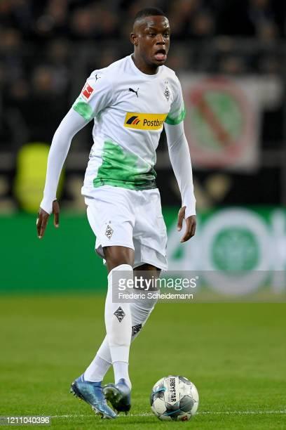 Denis Zakaria of Moenchengladbach controls the ball during the Bundesliga match between Borussia Moenchengladbach and Borussia Dortmund at...