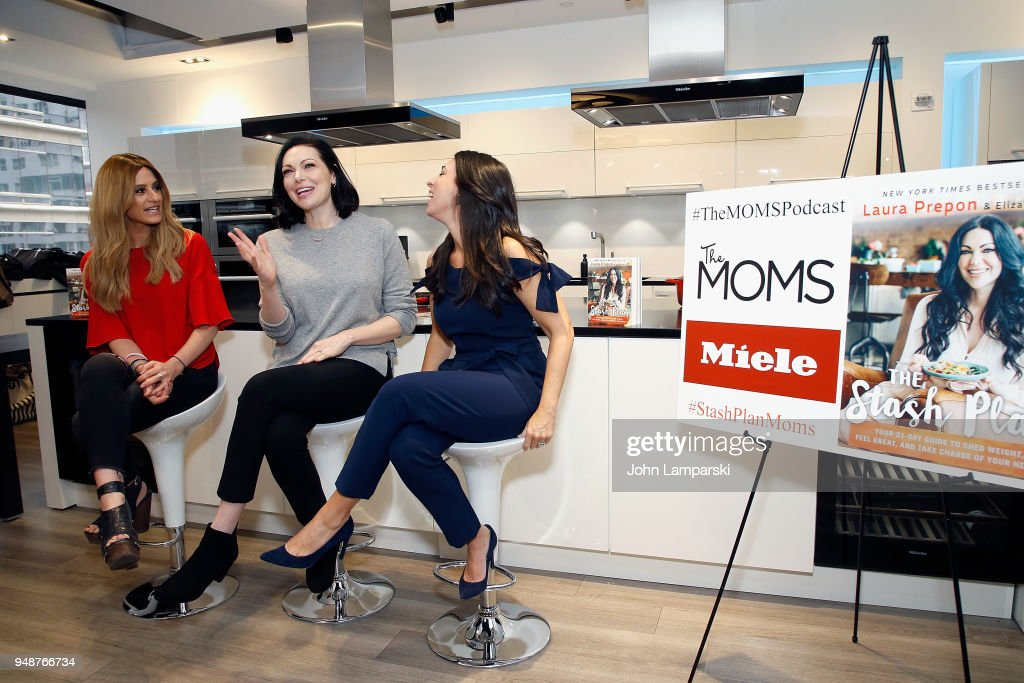 THE MOM'S Welcome Laura Prepon