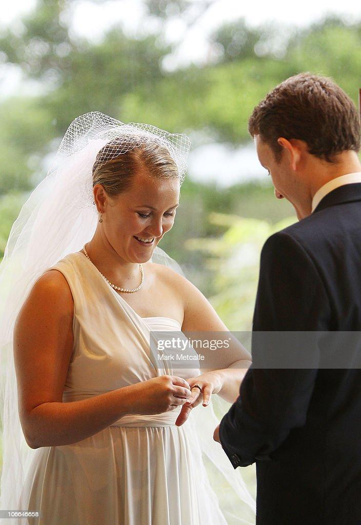 Honeymoon Testers Attempt To Break Wedding Vow Record In Queensland : News Photo