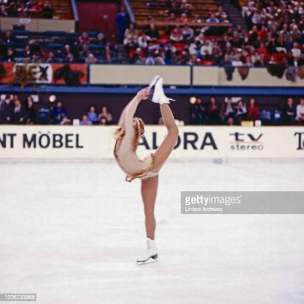 Denise Biellmann Schweizer Eiskunstläuferin auf dem Eis Deutschland um 1990