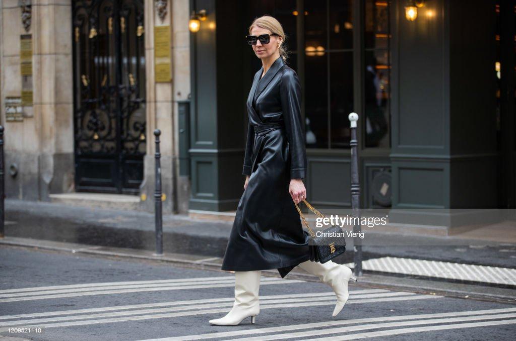 Street Style  - Paris Fashion Week - Womenswear Fall/Winter 2020/2021 : Day Five : Photo d'actualité