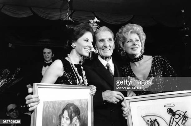 Denise Fabre et Jacqueline Huet fêtent les 80 ans de Georges Carpentier au cabaret La Belle Epoque le 14 janvier 1974 à Paris France