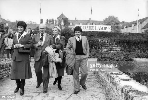 Denise Fabre Gérard Oury Michèle Morgan et Thierry Le Luron au Trophée Lancôme le 29 octobre 1979 à SaintNom la Bretèche France