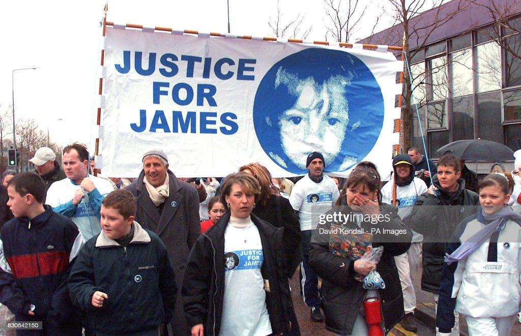 Denise Fergus marches : Fotografía de noticias