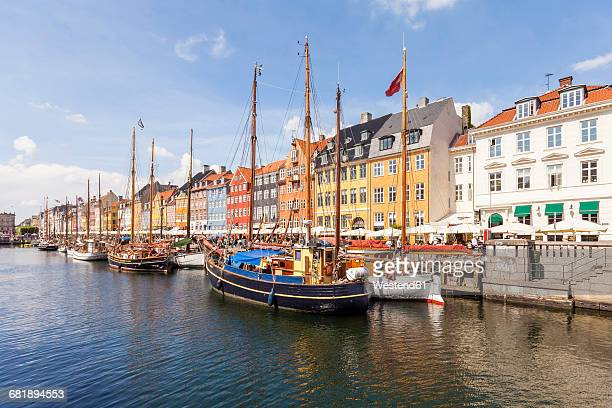 denmark, copenhagen, nyhavn, canal - nyhavn stock pictures, royalty-free photos & images