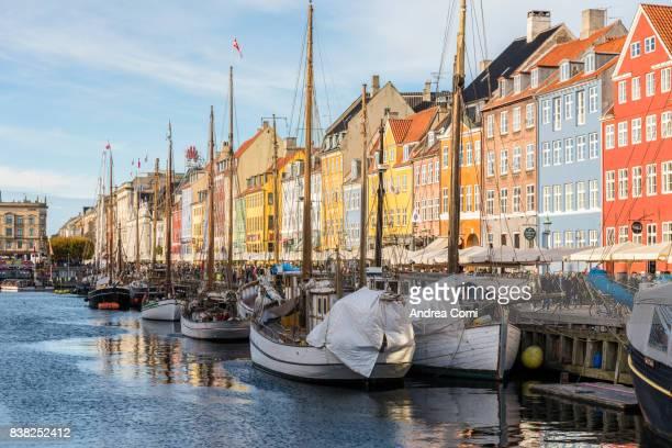 Denmark, Hovedstaden, Copenhagen. Colourful buildings along the 17th century waterfront of Nyhavn