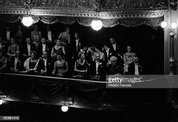 Denmark Princely Couple At The Opera Au Danemark en juin 1967 à l'opéra de Copenhague Margrethe et Henri de Monpezat ovationné par la public Dans la...