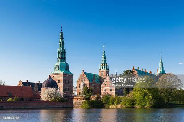 denmark, zealand, hillerod, exterior - frederiksborg castle stock pictures, royalty-free photos & images