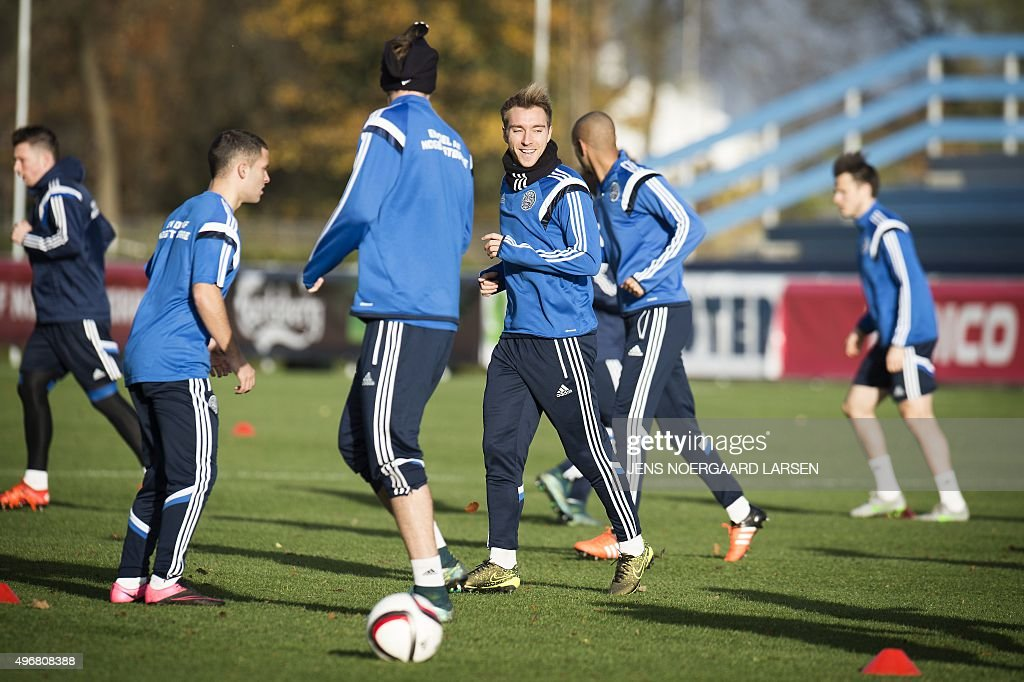 FBL-EURO-2016-SWE-DEN-TRAINING : News Photo