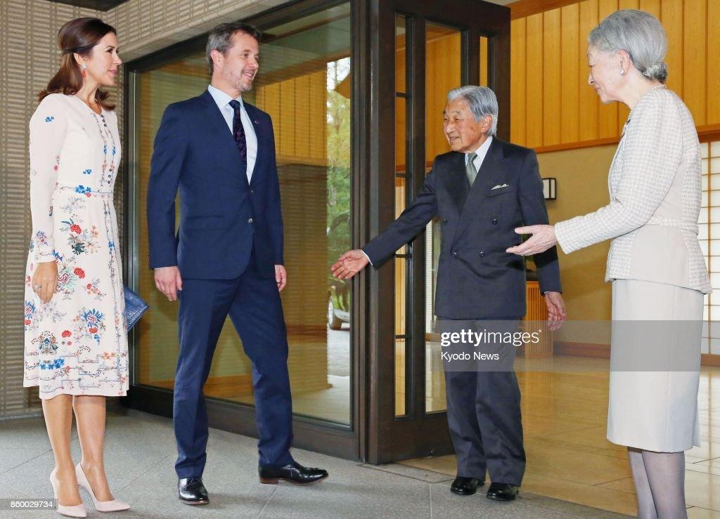 Denmark's crown prince, princess visit Imperial Palace in Tokyo : ニュース写真
