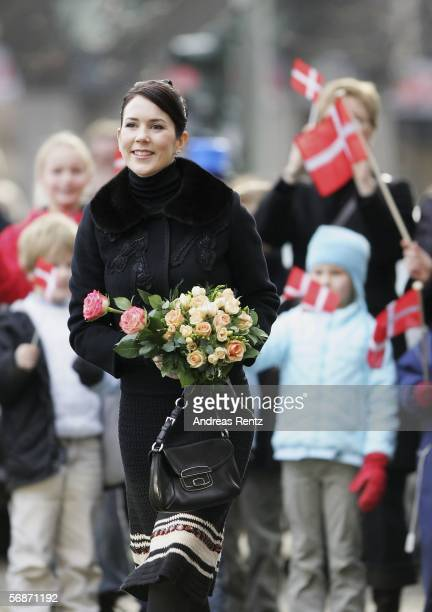 Denmark's Crown Princess Mary smiles on her arrival at the Kunsthalle museum on February 17 2006 in Hamburg northern Germany Demark's Crown Prince...
