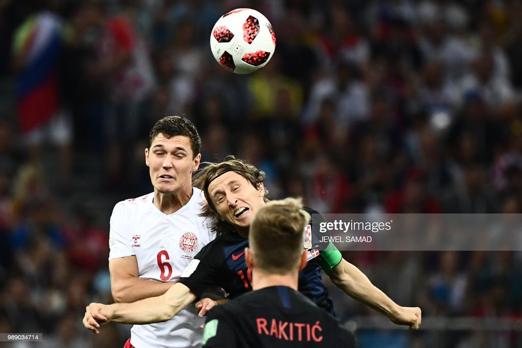 TOPSHOT - Denmark's defender Andreas Christensen (L) heads the ball with Croatia's midfielder Luka Modric during the Russia 2018 World Cup round of 16 football match between Croatia and Denmark at the Nizhny Novgorod Stadium in Nizhny Novgorod on July 1, 2018. (Photo by Jewel SAMAD / AFP) / RESTRICTED