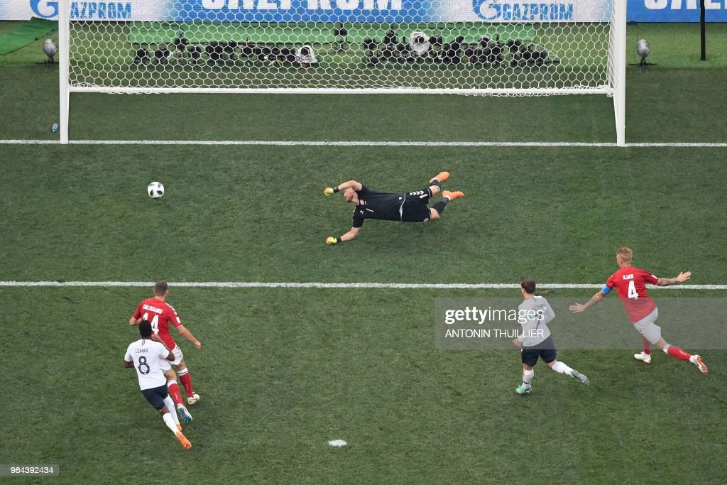 TOPSHOT - Denmark's goalkeeper Kasper Schmeichel (C) dives to make a save during the Russia 2018 World Cup Group C football match between Denmark and France at the Luzhniki Stadium in Moscow on June 26, 2018. (Photo by Antonin THUILLIER / AFP) / RESTRICTED