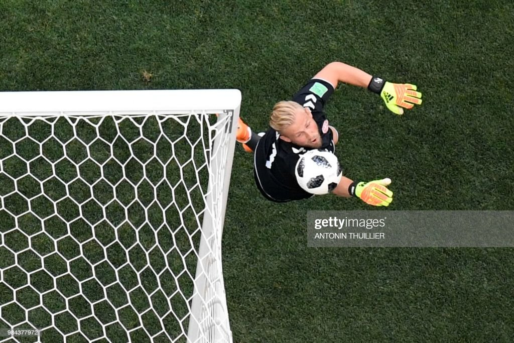 TOPSHOT - Denmark's goalkeeper Kasper Schmeichel jumps to make a save during the Russia 2018 World Cup Group C football match between Denmark and France at the Luzhniki Stadium in Moscow on June 26, 2018. (Photo by Antonin THUILLIER / AFP) / RESTRICTED