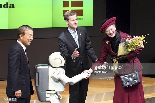 Denmark'S Queen Margrethe Ii Visits Tokyo Japan On November 17 2004 Denmark's Queen Margrethe II receives a bouquet from Honda Motor's robot Asimo...
