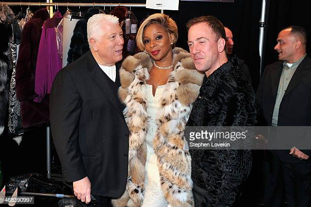 Dennis Basso Mary J Blidge and guest pose backstage at the Dennis Basso fashion show during MercedesBenz Fashion Week Fall 2014 at The Theatre at...