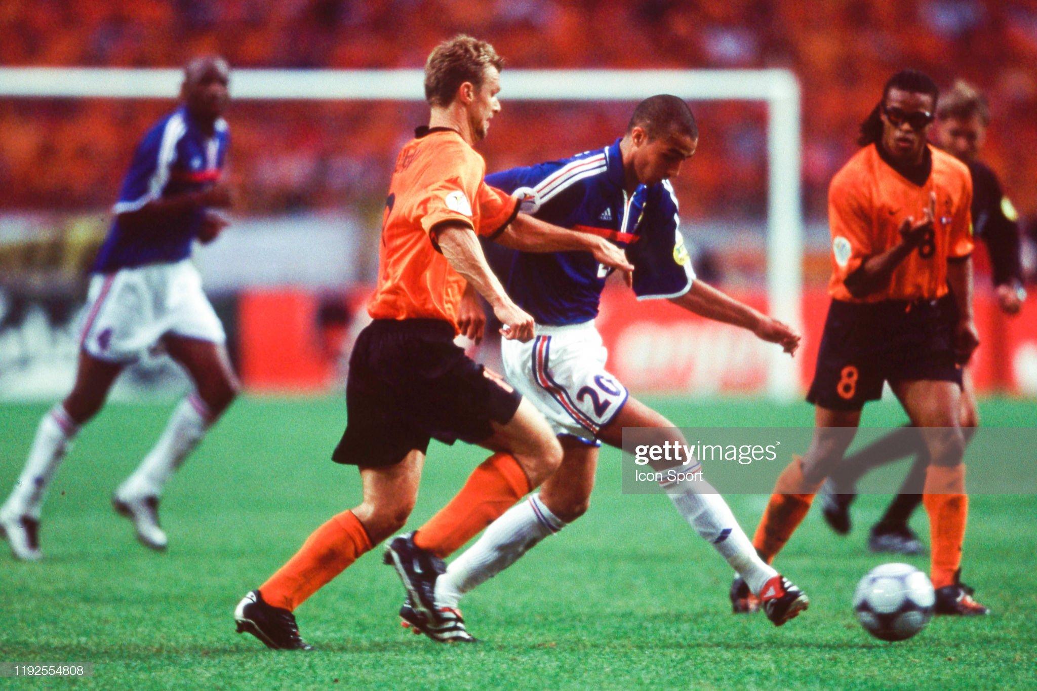 France v Netherlands - European Championship 2000 : News Photo