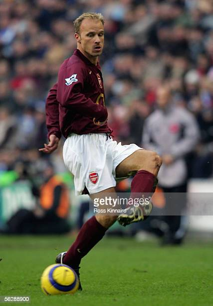 Dennis Bergkamp of Arsenal in action during the Barclays Premiership match between Wigan Athletic and Arsenal at the JJB Stadium on 19 November 2005...